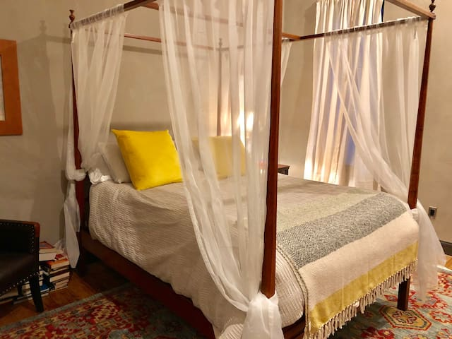 Sleep in luxury in this handcrafted Shaker four-poster queen sized bed with exquisite linens.