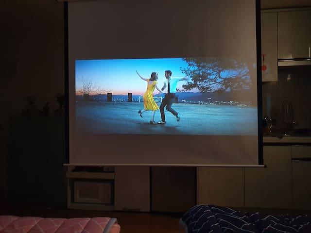 #Cinema house2# Netflix /강남1min /신논현역30sec/방역,소독진행