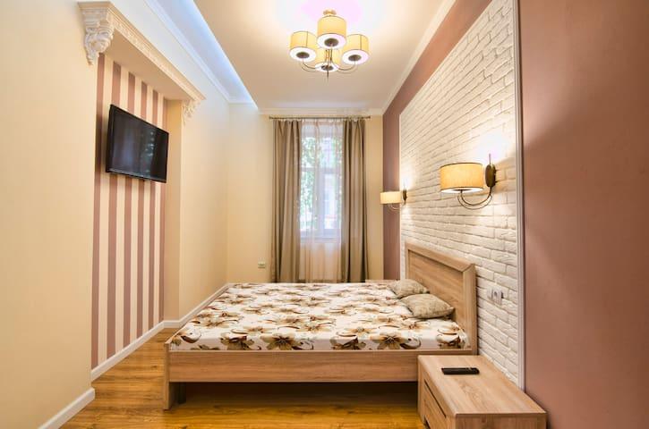 Затишна квартира ЛЮКС в самому центрі для 4 гостей