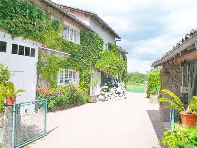 Gai Sejour - Piégut-Pluviers - House