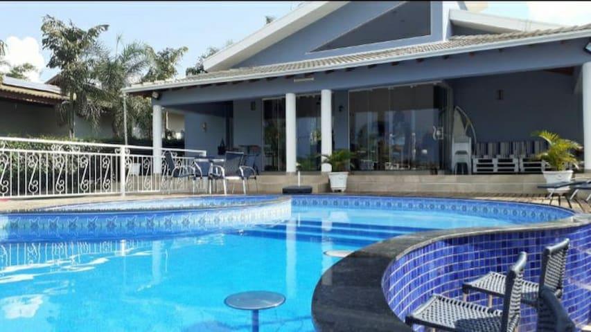 Casa Azul na linda Represa de Carlópolis