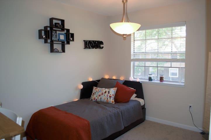 A Cozy Bed Near the Beach - Town 'n' Country - Apartament