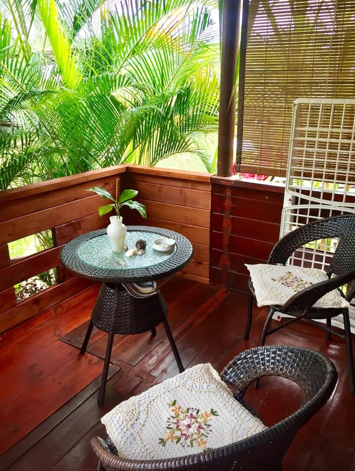 House with one bedroom in Albion, with enclosed garden and WiFi - 100 m from the beach