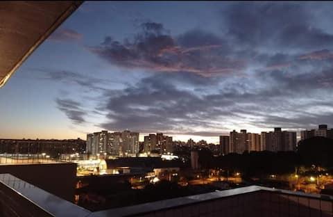 Aconchegante Cobertura Duplex com piscina privativa e garagem, localizada em um tranquilo bairro residencial, perto do Consulado Americano 2.8km, Aeroporto 7.7km, Terminal de ônibus 300m, Estádio do Grêmio 6.2km, shoppings 300m e parques.