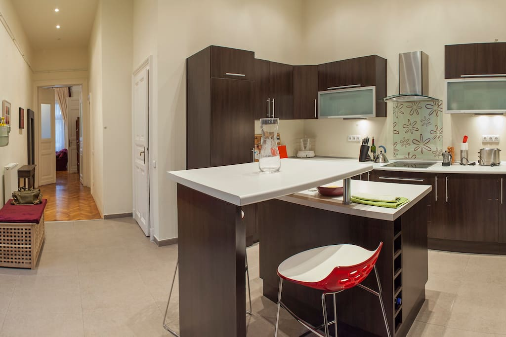 Spacious, fully-equipped kitchen