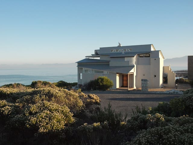 Xairu: 3 bedroom gem on Walker Bay - Gansbaai - Hus