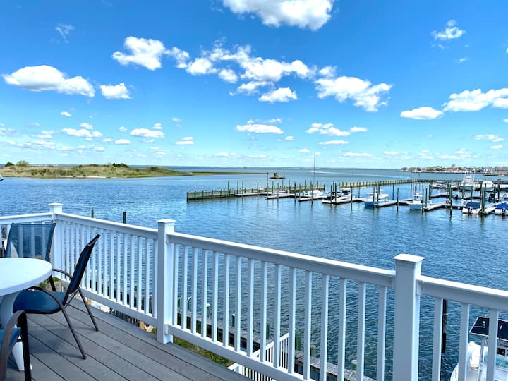 Bayfront with spectacular views and quiet location