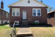 (2 Bed/1 Bath) Beautiful updated home in safe area