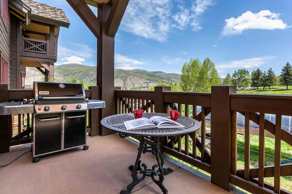 Enjoy your morning coffee or afternoon cocktail on the deck with golf course views!