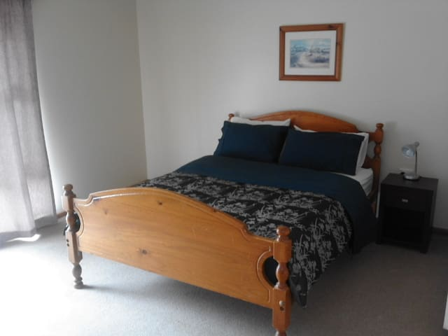 Large main Bedroom with Queen size bed