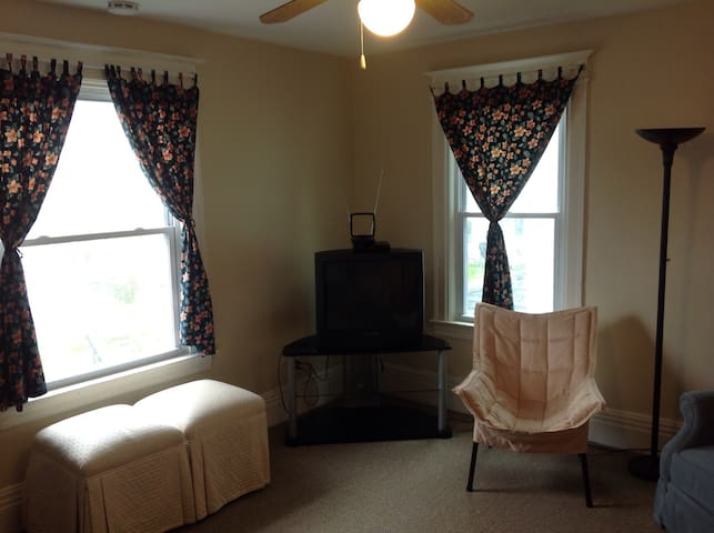 2 bedroom upper floor apartment, just renovated