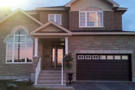 Clean, Spacious Home in a Peaceful Neighbourhood - Ottawa