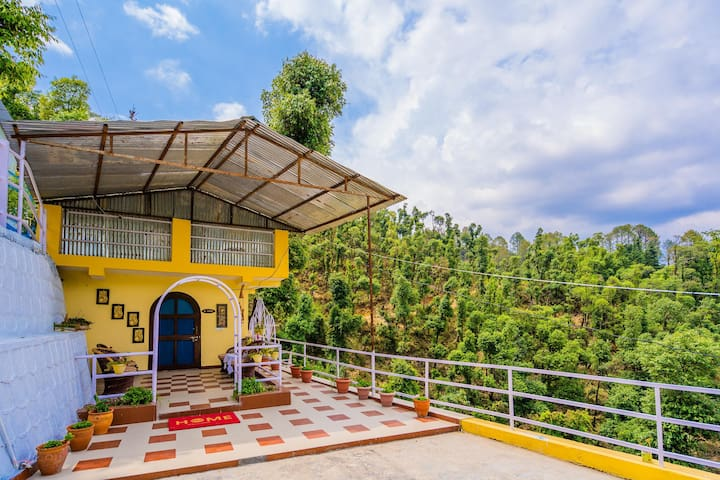 OYO - Valley-View 3BHK Stay in Mussoorie (Mall Road-6.1 km)