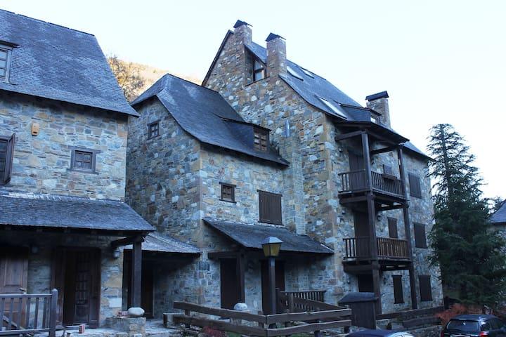 Aubisson - Garòs - House