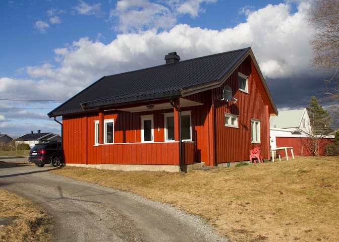 Whole house at Råholt/Eidsvoll nearby OSL airport - Råholt - Huis