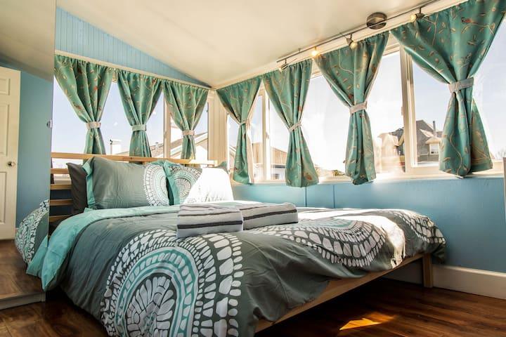 Beautiful Oakland 2 Bed