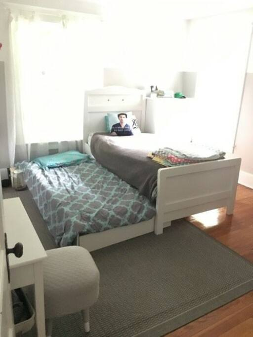 Twin bed with trundle bed