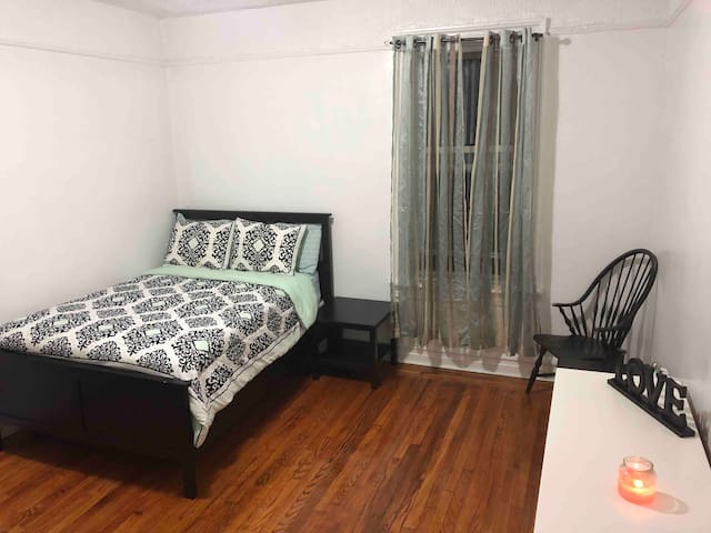 Huge private & cozy room in the Bronx!