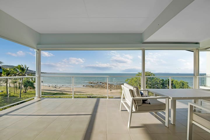 BEACH FRONT LOCATION - PERFECT FAMILY HOLIDAY!