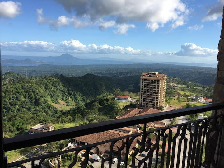 Maddie's PLACE Tagaytay, Breathtaking view of Taal