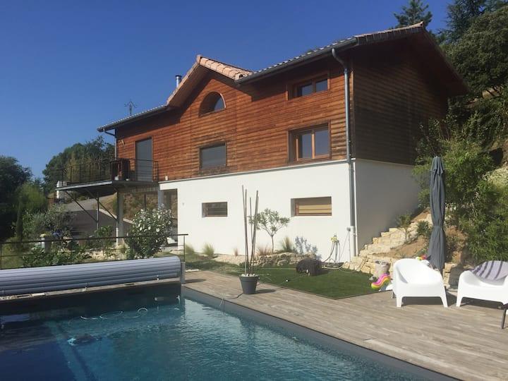 Maison bois au calme avec piscine