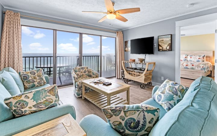 Panama City Beach Front - 2BR/2BA Condo with Free Beach Chairs Heated Pool!