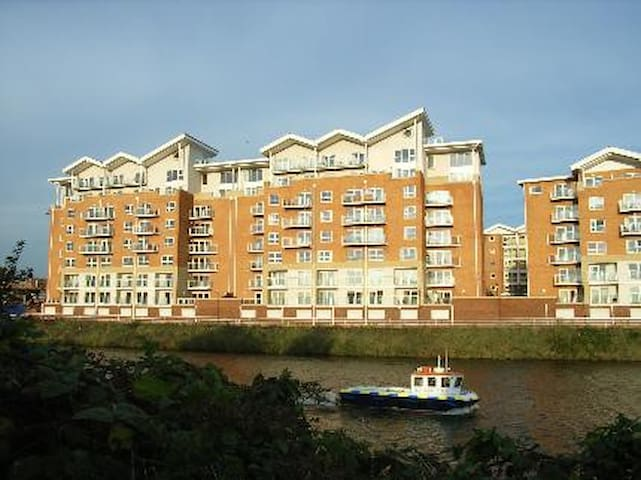 Modern Apartment Cardiff Bay / Centre - Gym + Pool