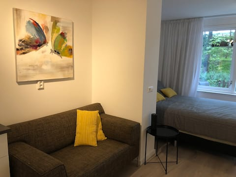 Stylish private studio, 20 min downtown Amsterdam