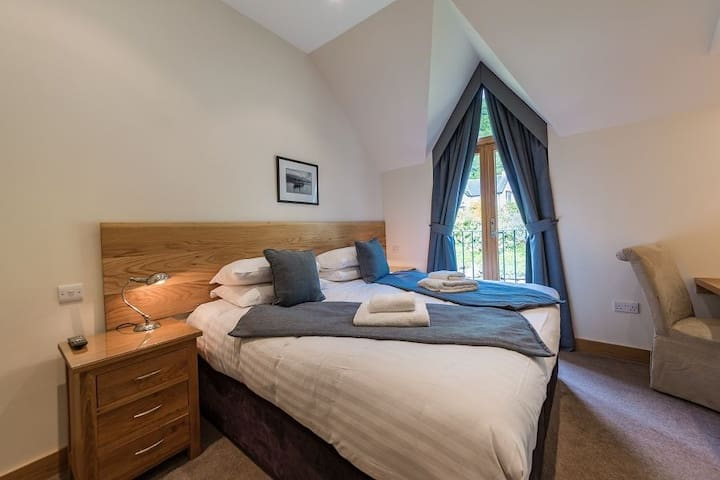 Mains of Taymouth. Kenmore, 5* 6 The Gallops, first floor apartment