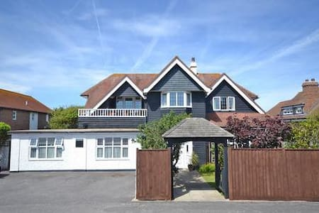 Spacious Twin Room with En Suite & private garden - Selsey - Gästhus