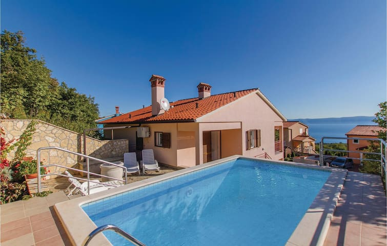 Holiday cottage with 5 bedrooms on 143m² in Labin