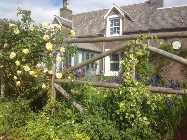 Ivy Cottage in Crieff - a cosy place to recharge.