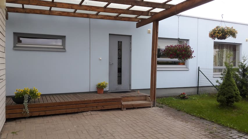 Quiet, cozy small house for families with children - Tartu - Casa