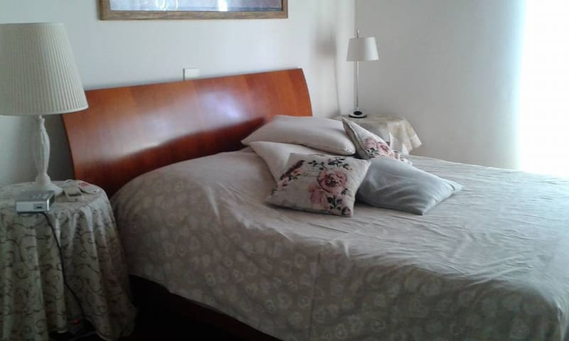 Beautiful and bright room near Ciampino's Airport - Roma - Daire