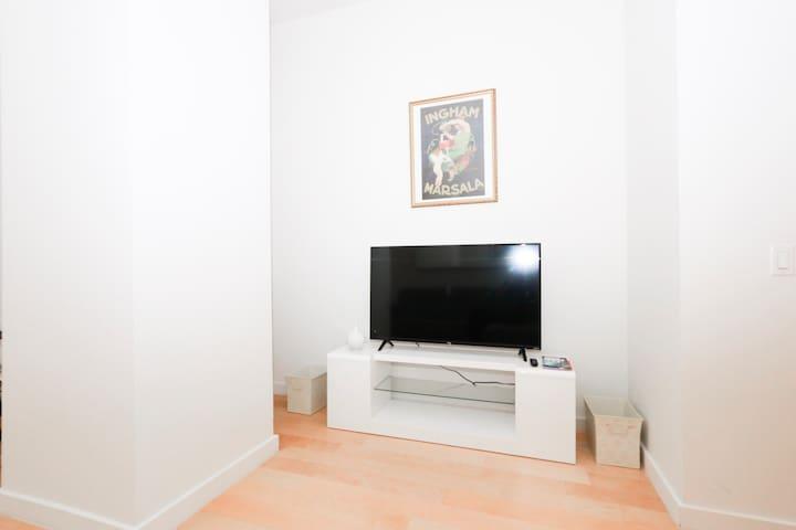 Flat TV screen and WIFI