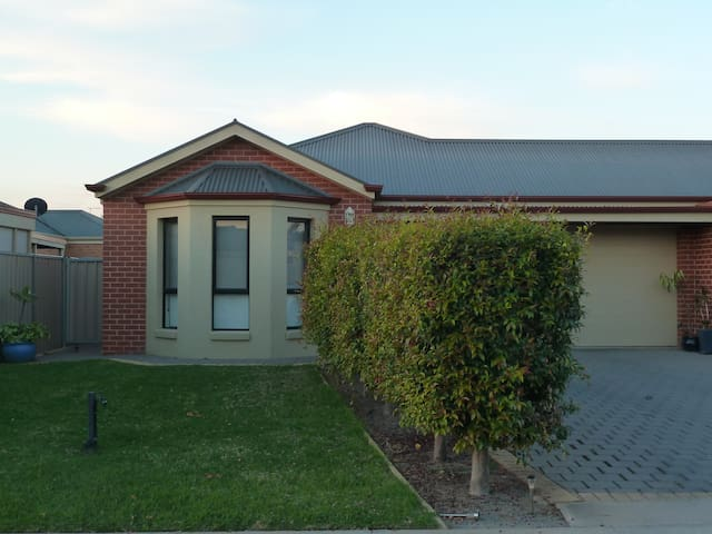 Hollywood Haven- Mildura Holiday & Corporate Accom
