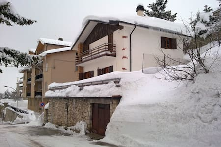 Nice and panoramic small villa - Rivisondoli - 別荘