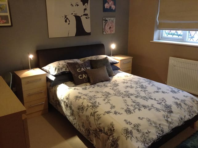 Lovely double room - Birkenhead - Casa