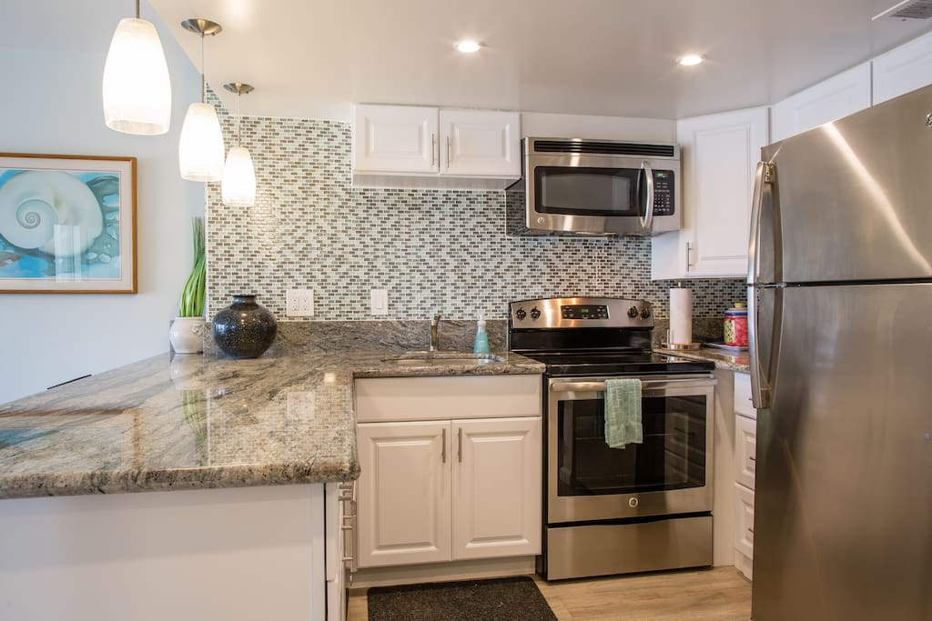 Full size kitchen with full sized appliances including ceramic cooktop