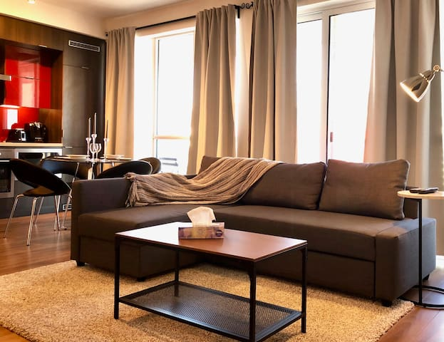 Newly Furnished Condo w/ CN Tower View + Balcony