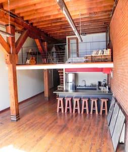 Loft in Patrimonial Valparaiso - An Artsy Studio - Valparaíso