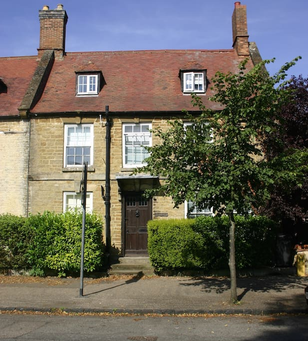 Georgian townhouse in the heart of Brackley, offers a warm welcome...