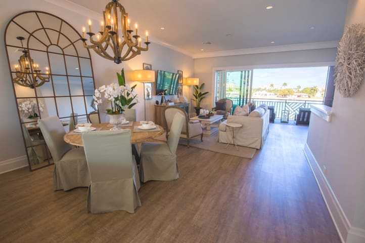 Waterfront Beach House Steps Away from #1 Beach! - Clearwater - Townhouse