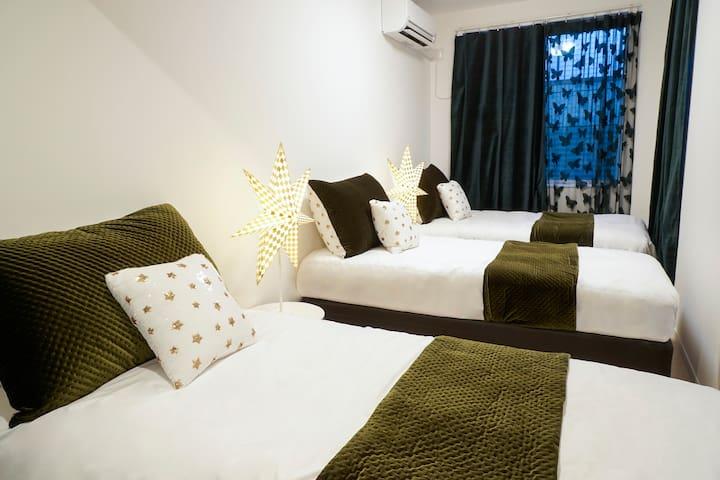 BLUE EMPIRE HOTEL @TRIPLE  ROOM - A