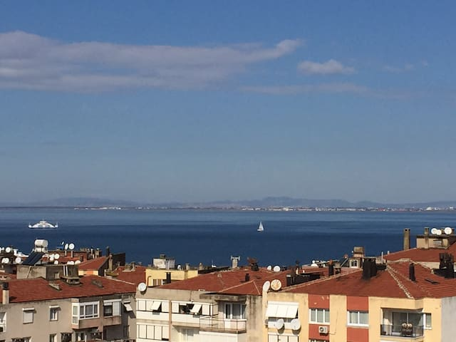 Cozy Flat with a wonderful Sea view - Narlıdere