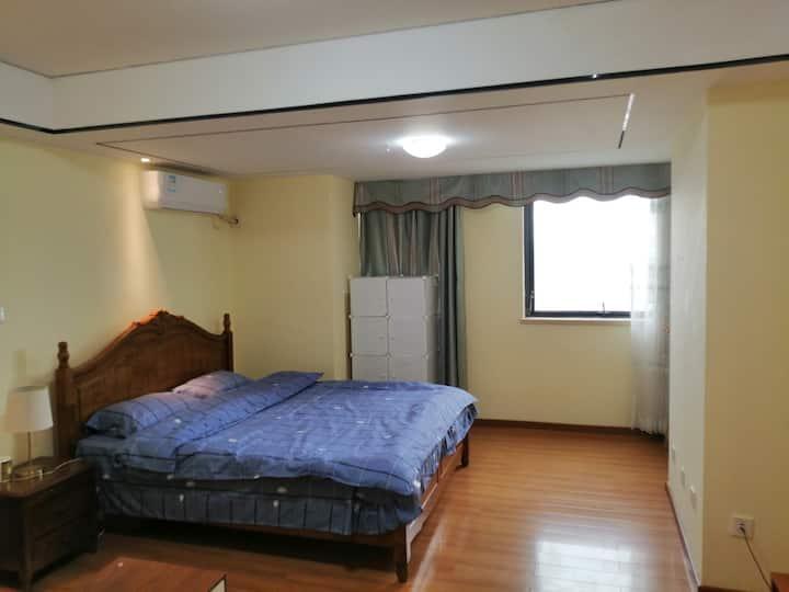 湛江市中心 金沙湾 万达广场楼上 高层海景大床房