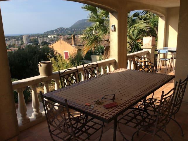 Très beau bas de villa vue mer 55m2 la seyne - La Seyne-sur-Mer - Villa