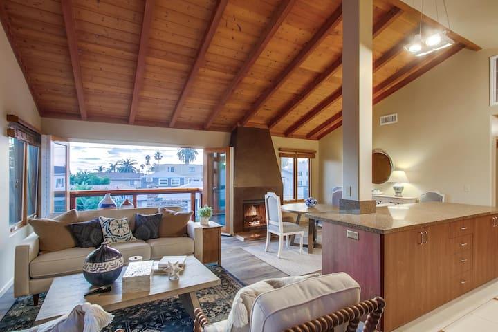 Ocean 3 Blocks * Professional Design * Fireplace