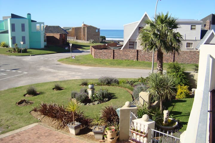 Stone Throw From the Beach - Jeffreys Bay - Apartment