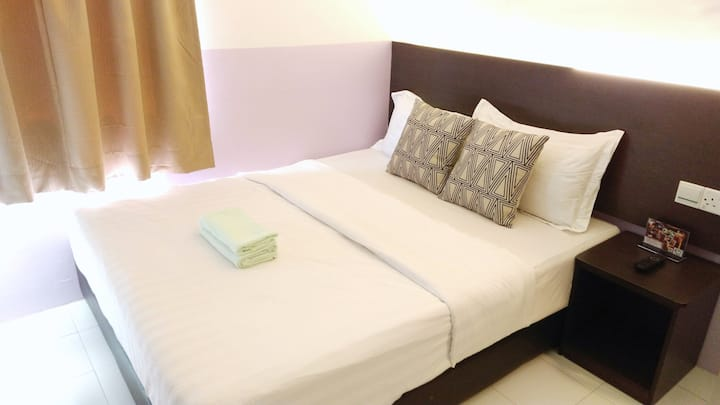 Superior Queen Room - Apple 1 Hotel Gurney